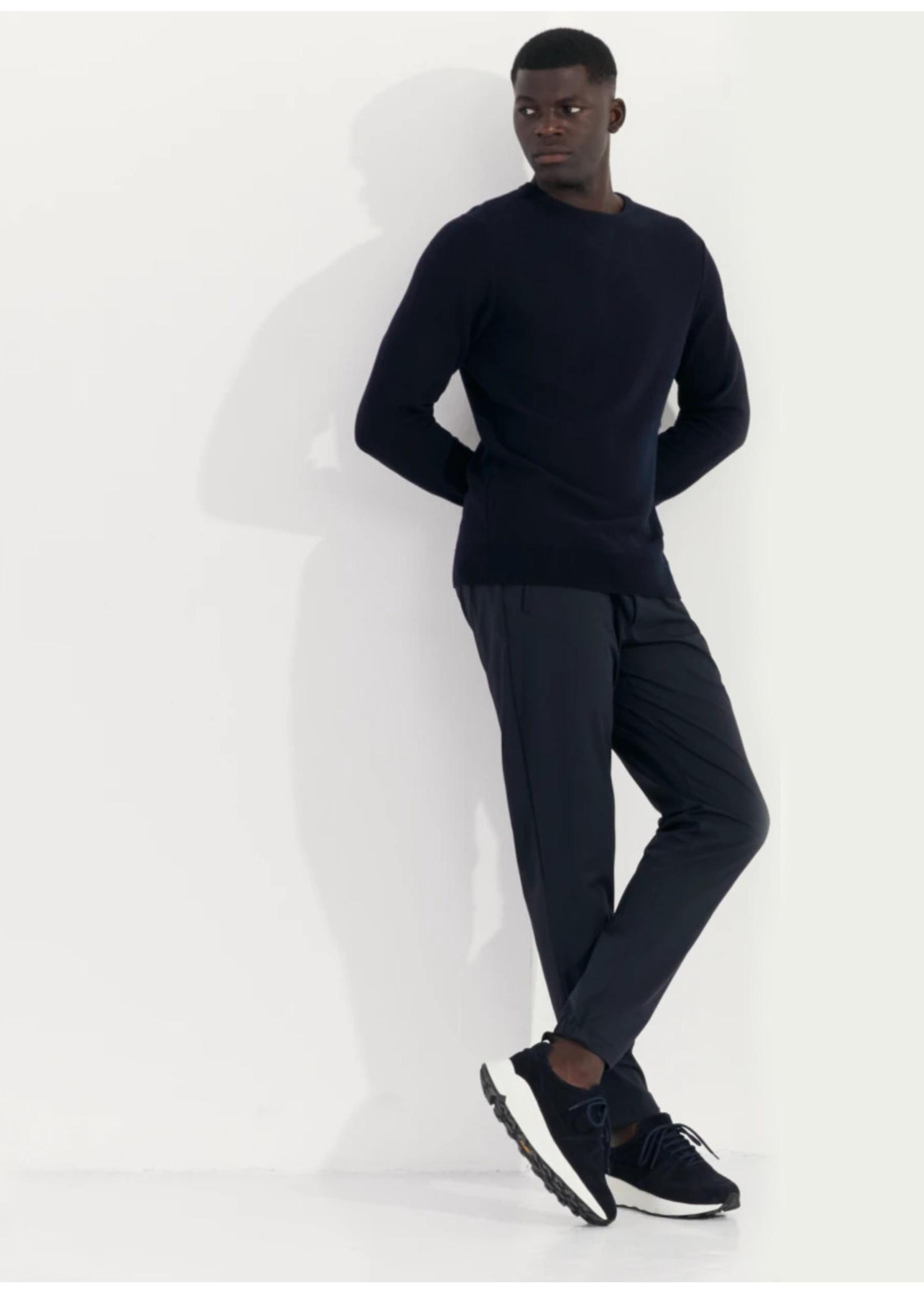 Wahts Haper cross sports trousers night blue