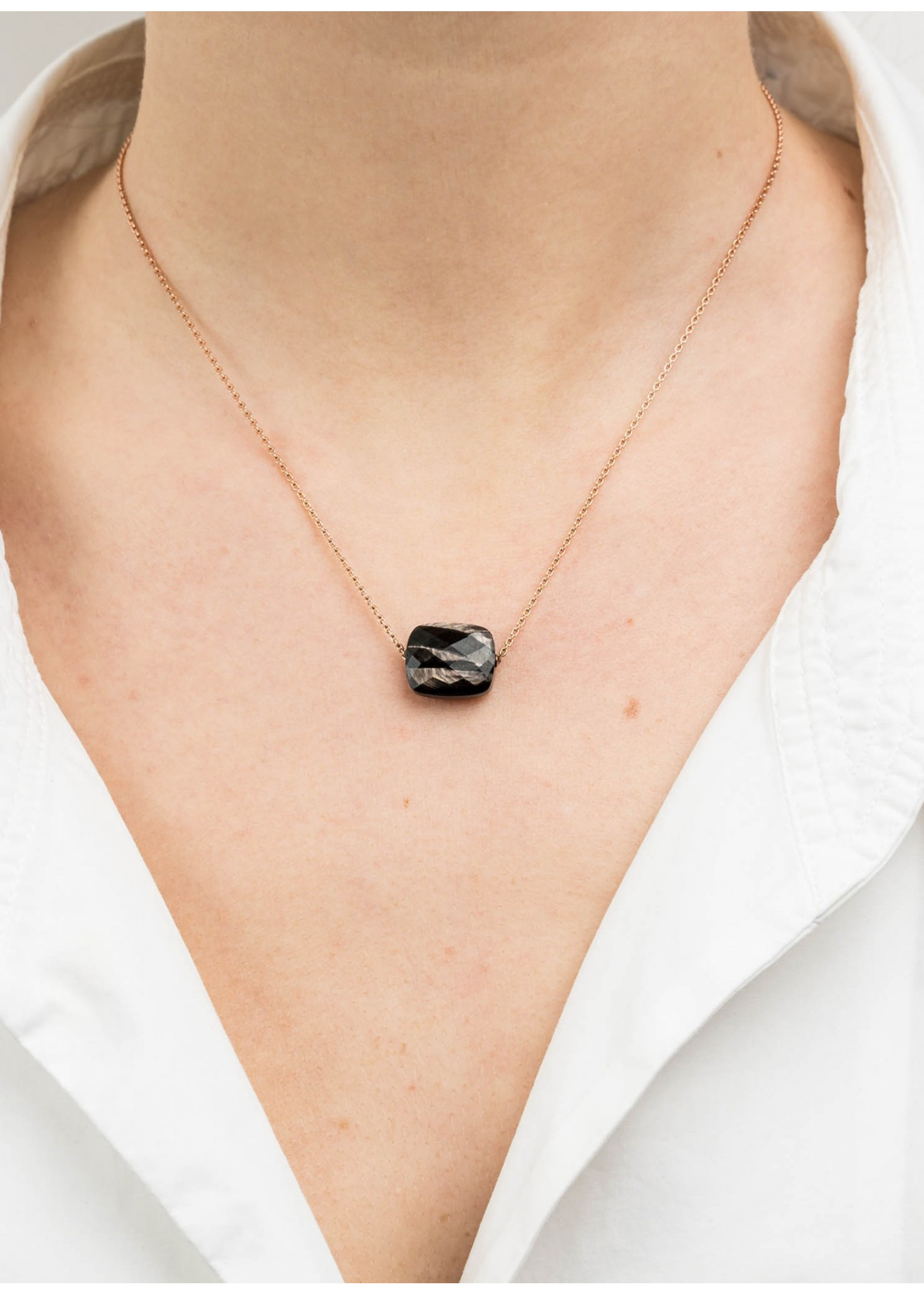 Morganne Bello Cushion black necklace yellow gold
