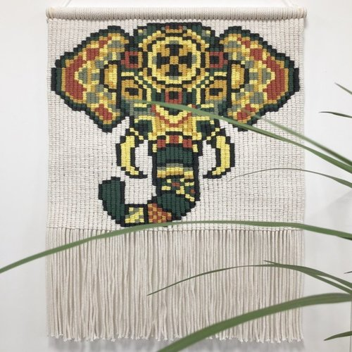 Hearts Wandkleed Macrame Elephant