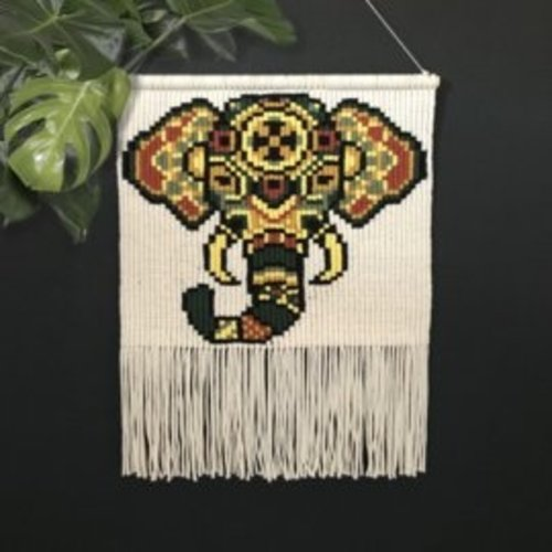Hearts Wandkleed Macrame Elephant