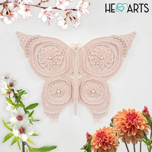 Vlinder haakpakket, in de vleugels is de mandala gehaakt
