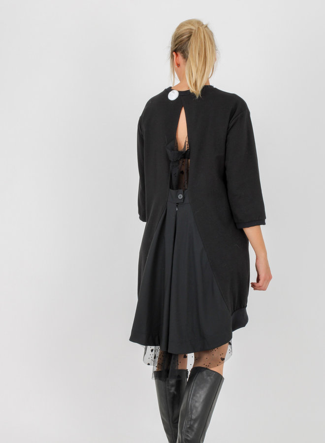 Special back sweater dress