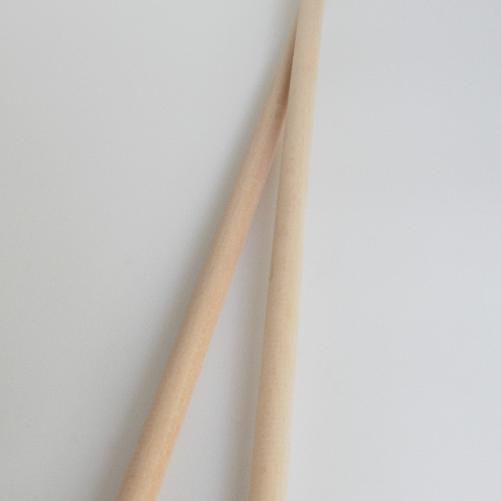 2 blankhouten stokken á 50cm