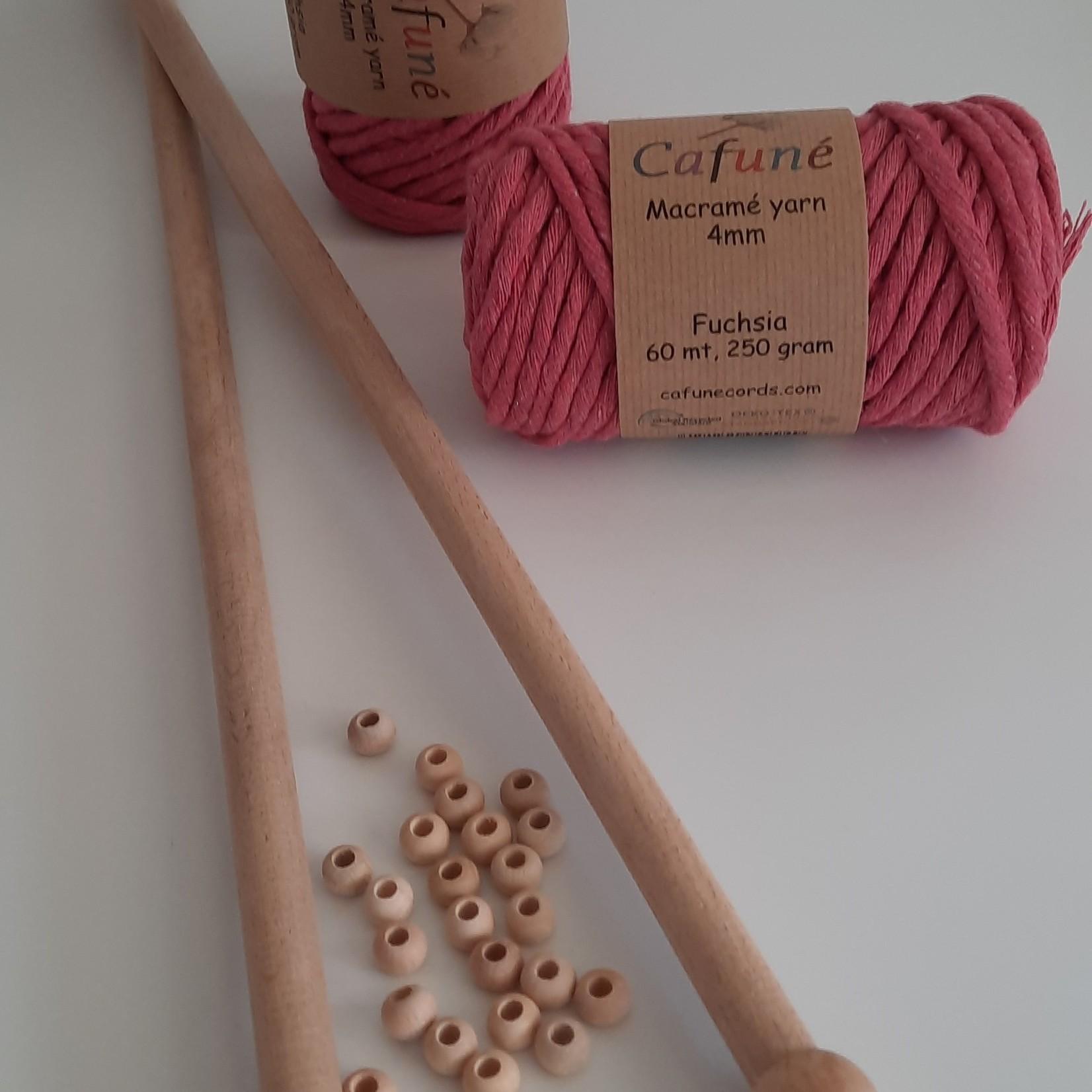 DIY set 3mm Fuchsia garen, houten stokken en kralen
