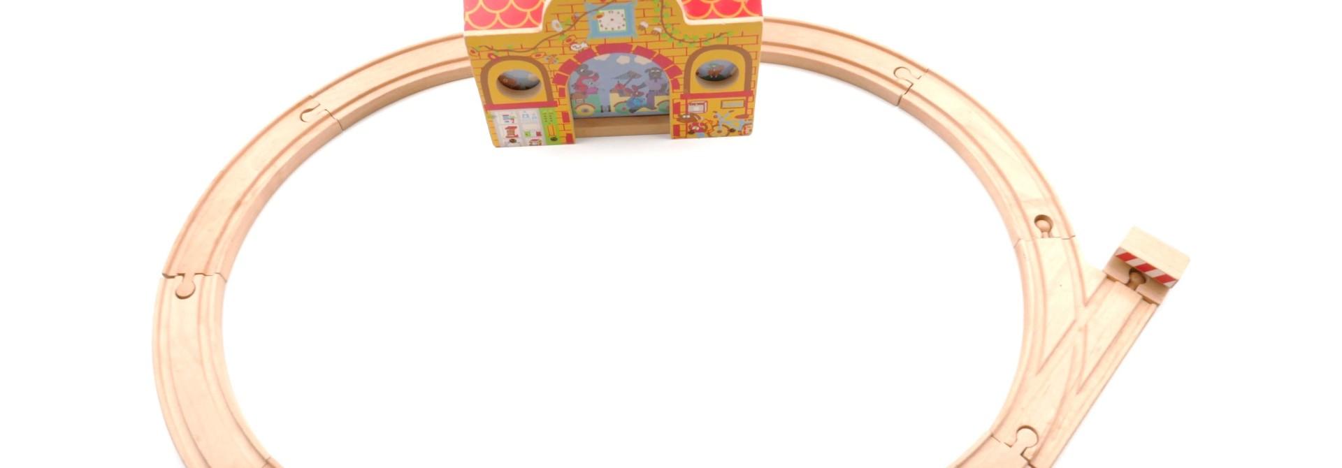 Treinstation met trein + rails