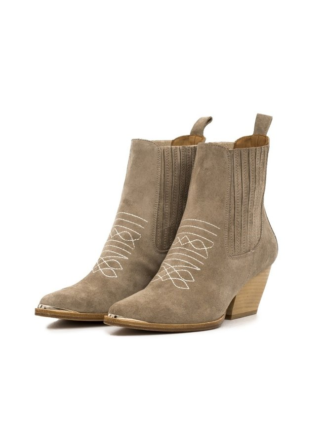 Toral suede western boots