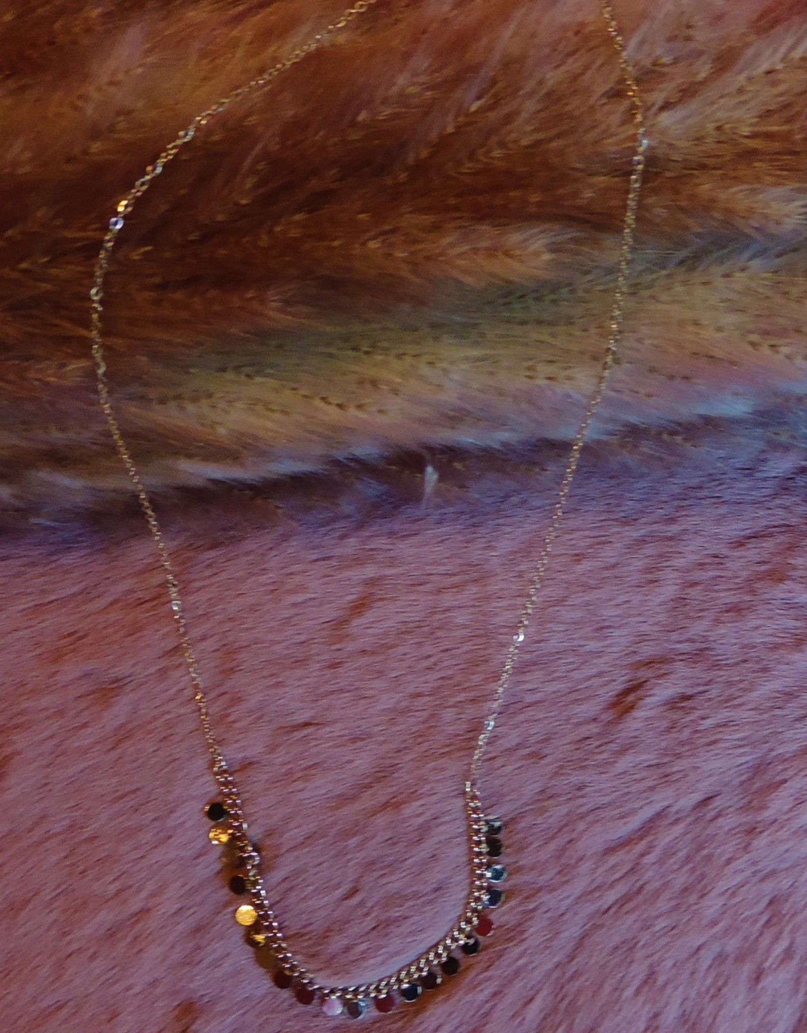 Tiny dots necklace gold