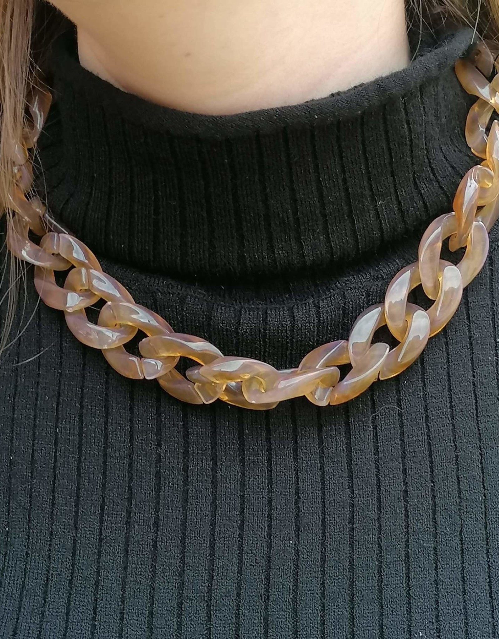 Tortoise Chain Necklace light brown