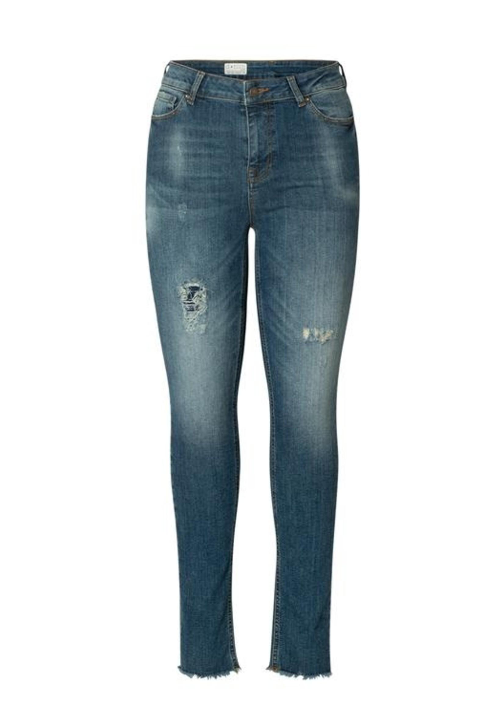 Yest Yest Ann Destroyed Jeans