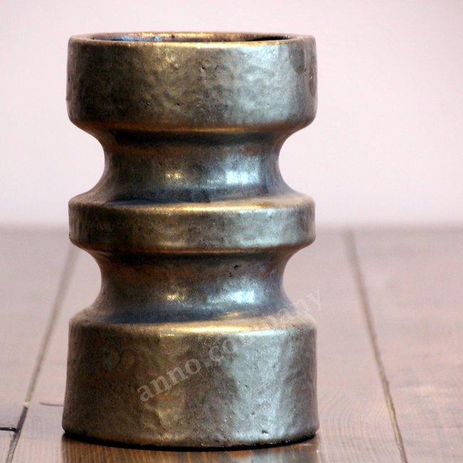 Goudkleurige vaas van aardewerk met een unieke uitstraling