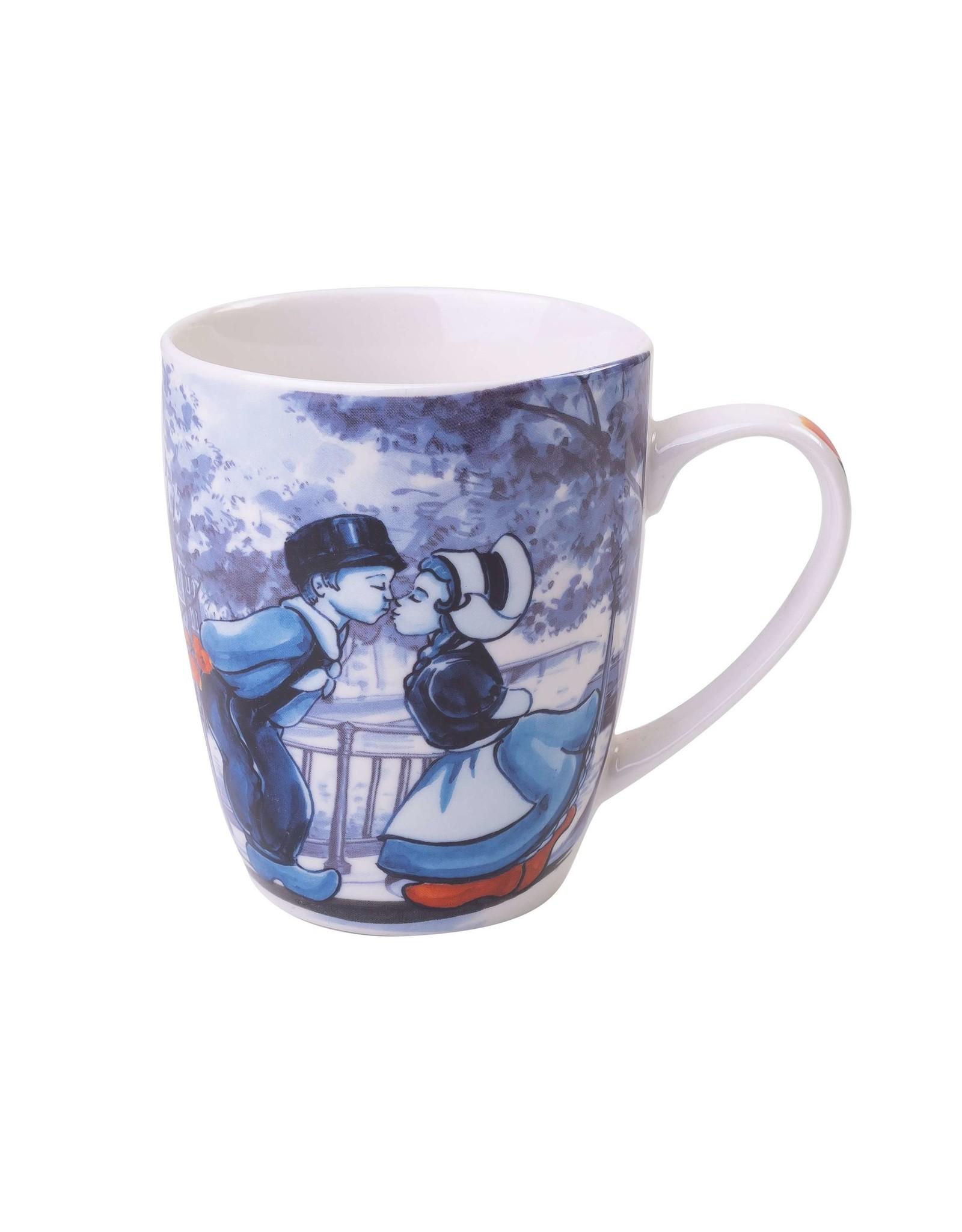 Heinen Delfts Blauw Delft Blue Mug with a Dutch Kissing Couple, 300 ml / 10,1 oz