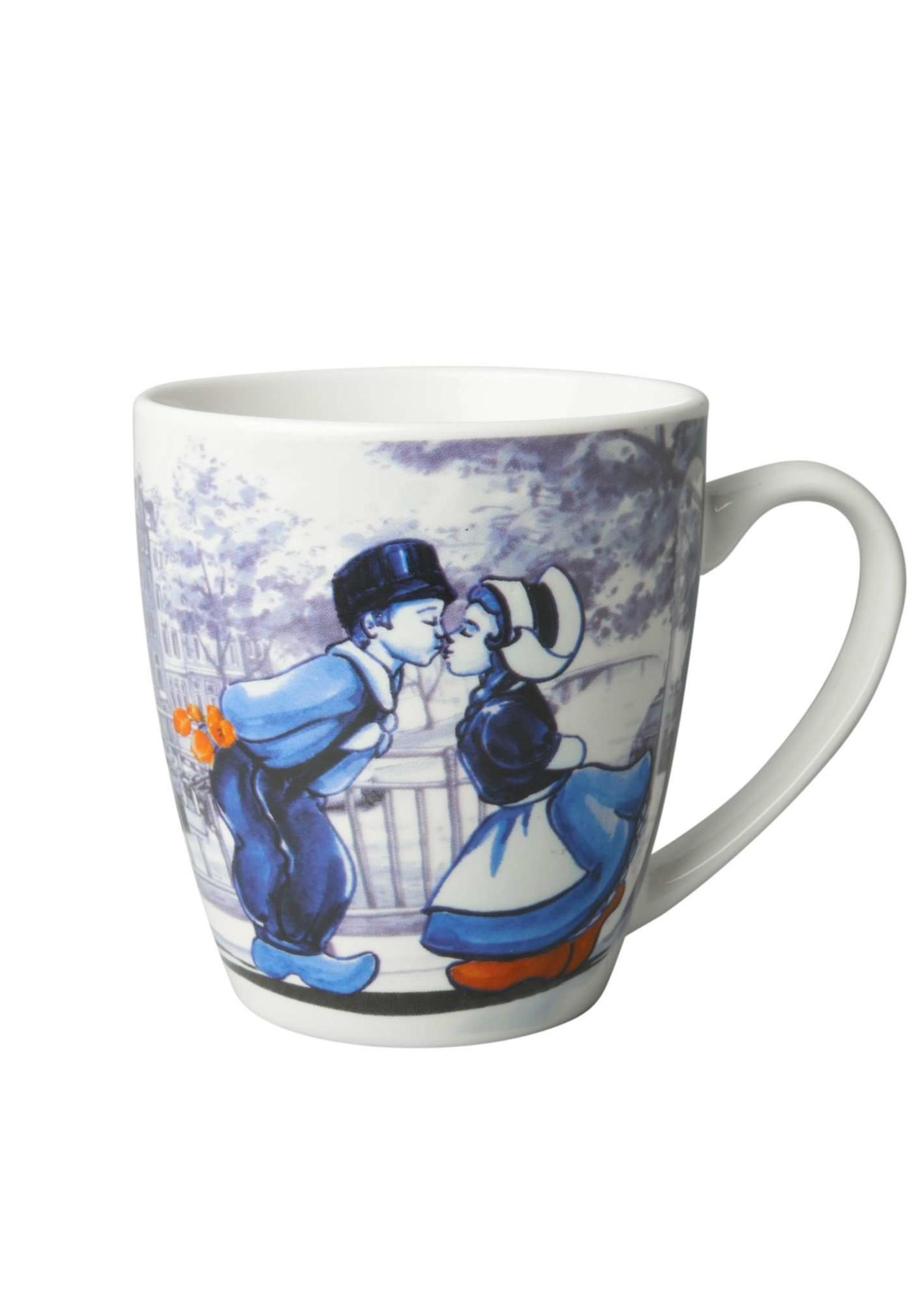 Delfts blauwe mok met een Hollands kussend paar, Klein