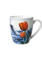 Delfts Blauwe Mok met een Landschap met Windmolens en Tulpen, Klein