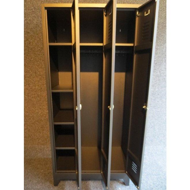A-Locker 3 deurs Zwart Met 6 Legplanken En 2 Hangroedes