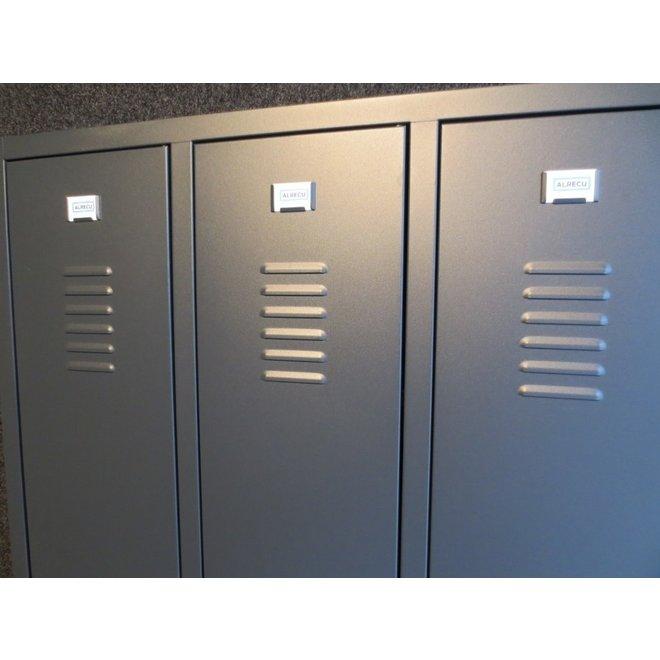 A-Locker 3 deurs Antraciet Met 6 Legplanken En 2 Hangroedes