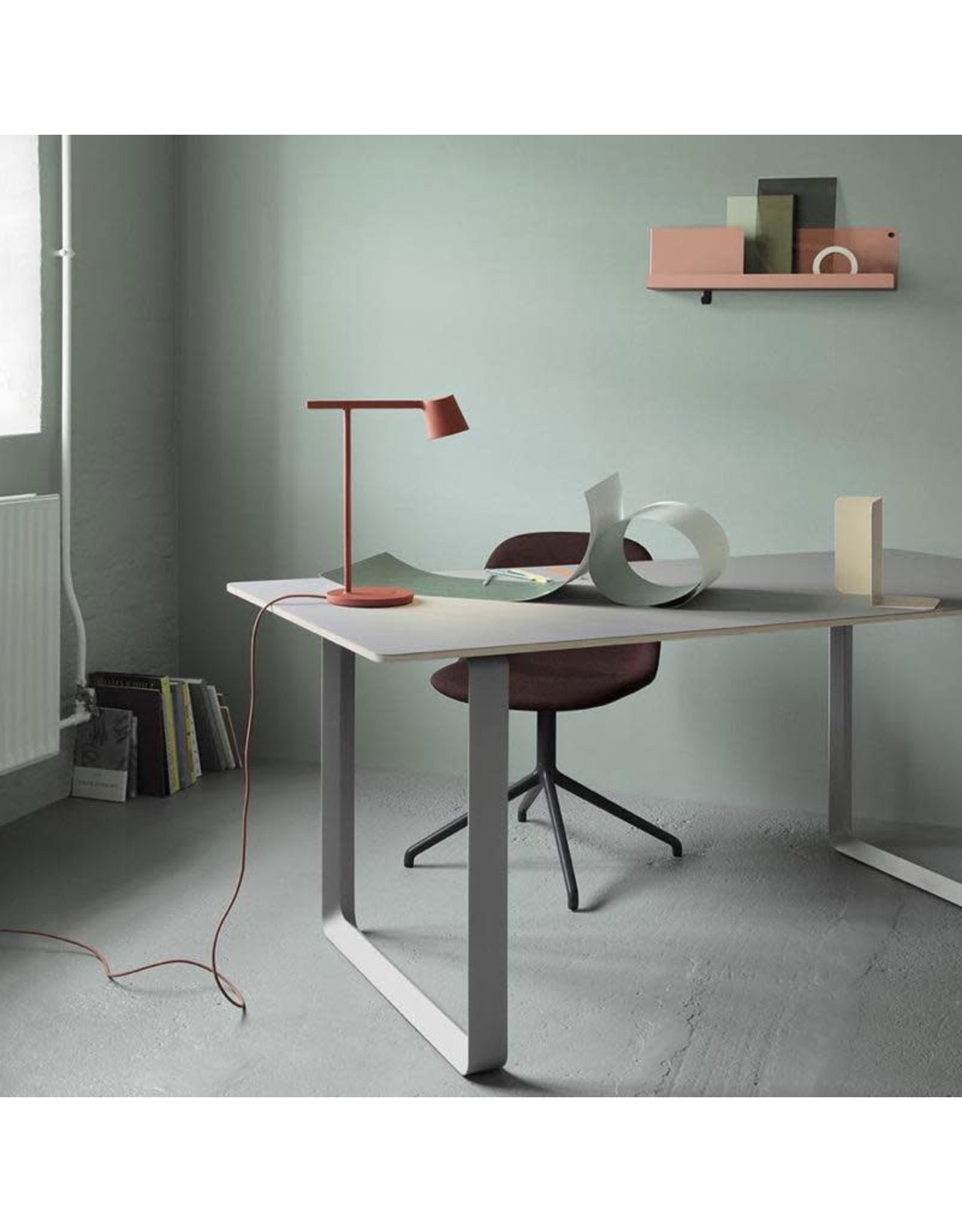 MUUTO TIP TABLE LAMP IN COPPER BROWN