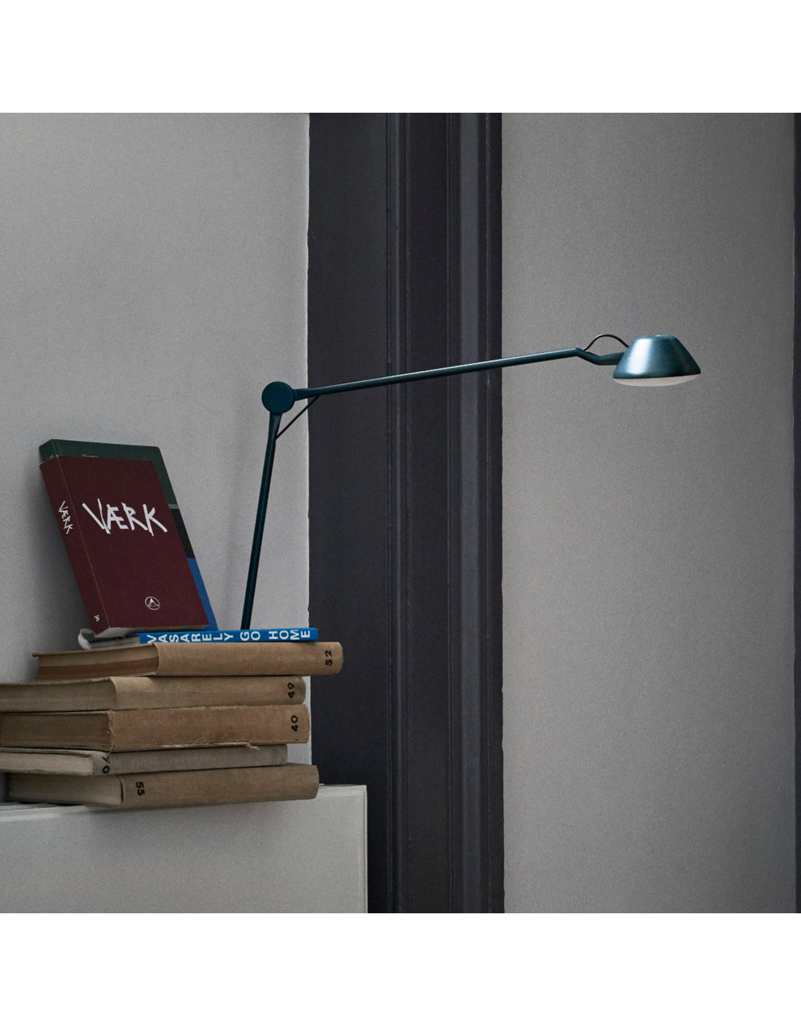 AQ01 LED TABLE LAMP