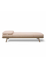 1700 SPINE DAYBED WITH CUSHION IN LEATHER