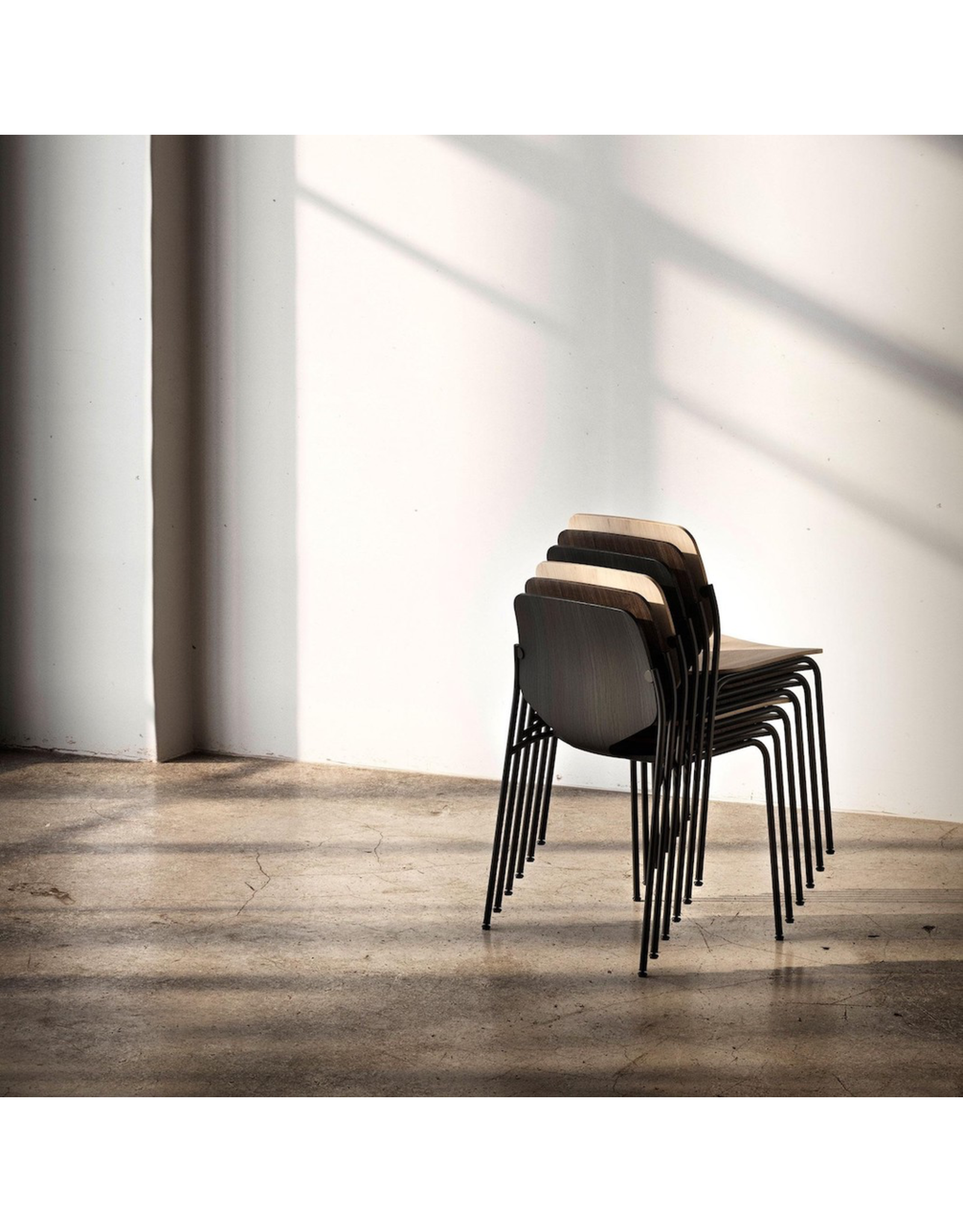 MATER NOVA 灰色椅子