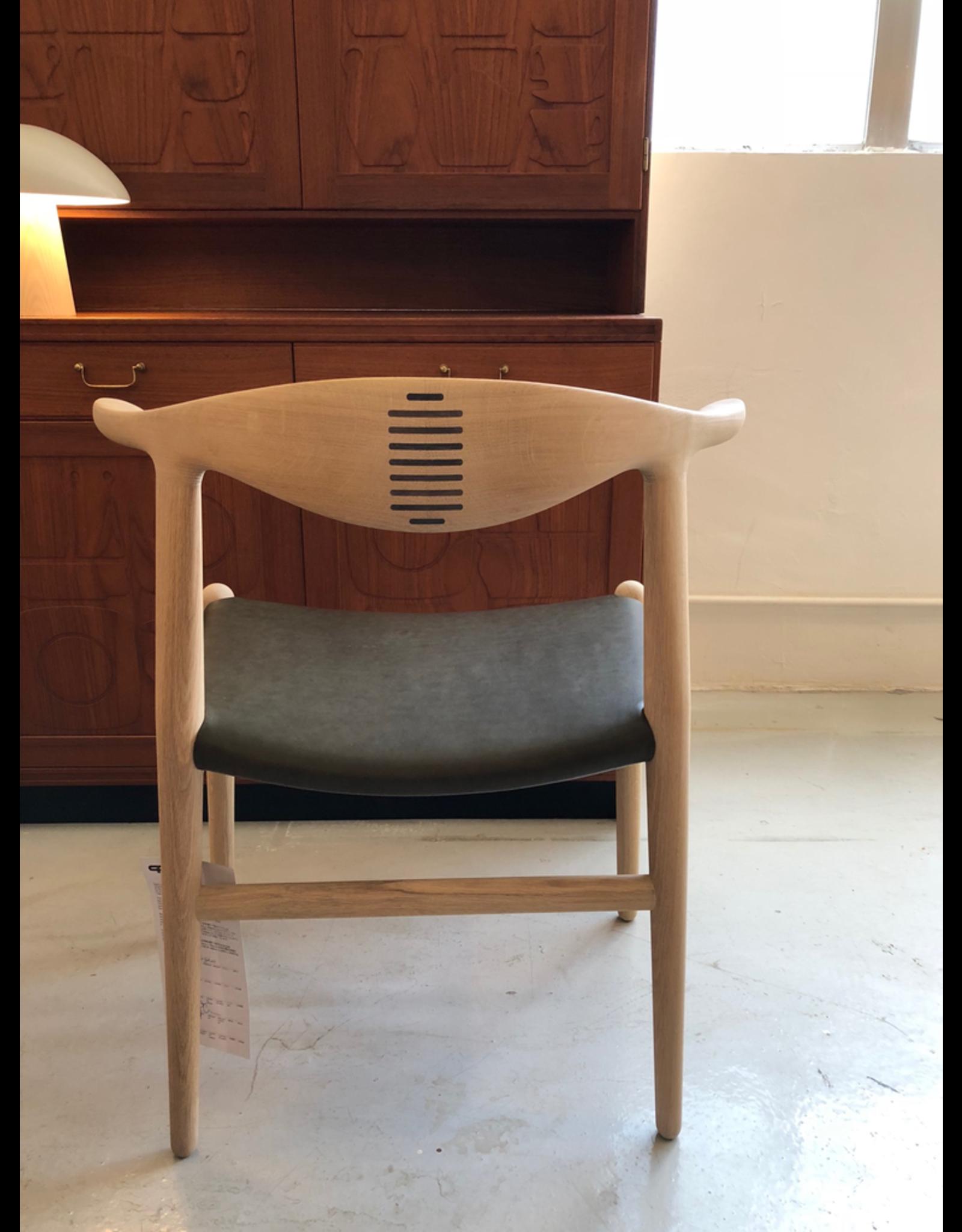 PP505 牛角椅