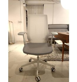 PROFIM ACCISPRO 150SFL 扶手滾輪辦公椅