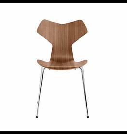 3130 GRAND PRIX 可堆疊胡桃木椅子