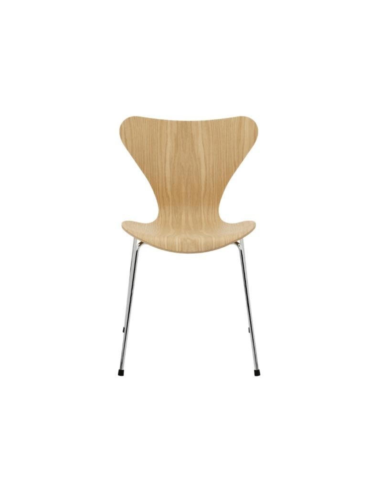 3107 系列7 透明漆面餐椅