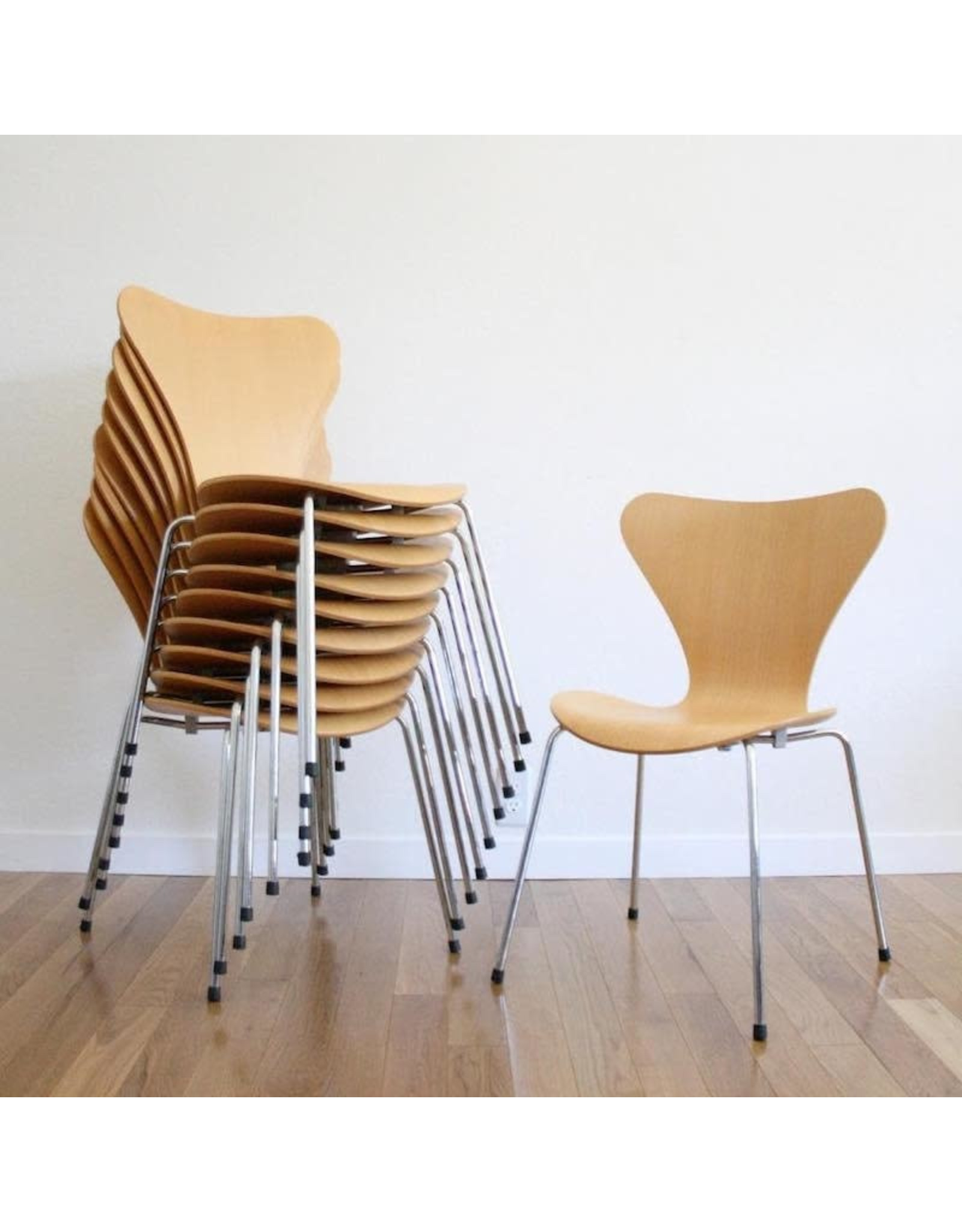 3107 SERIES 7 CHAIR WITH CLEAR LACQUER FINISH