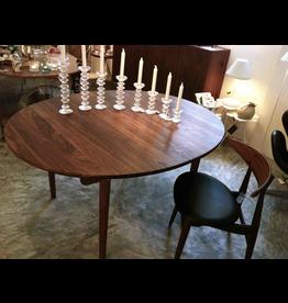 CARL HANSEN & SON CH337 實心胡桃木橢圓可延伸餐桌
