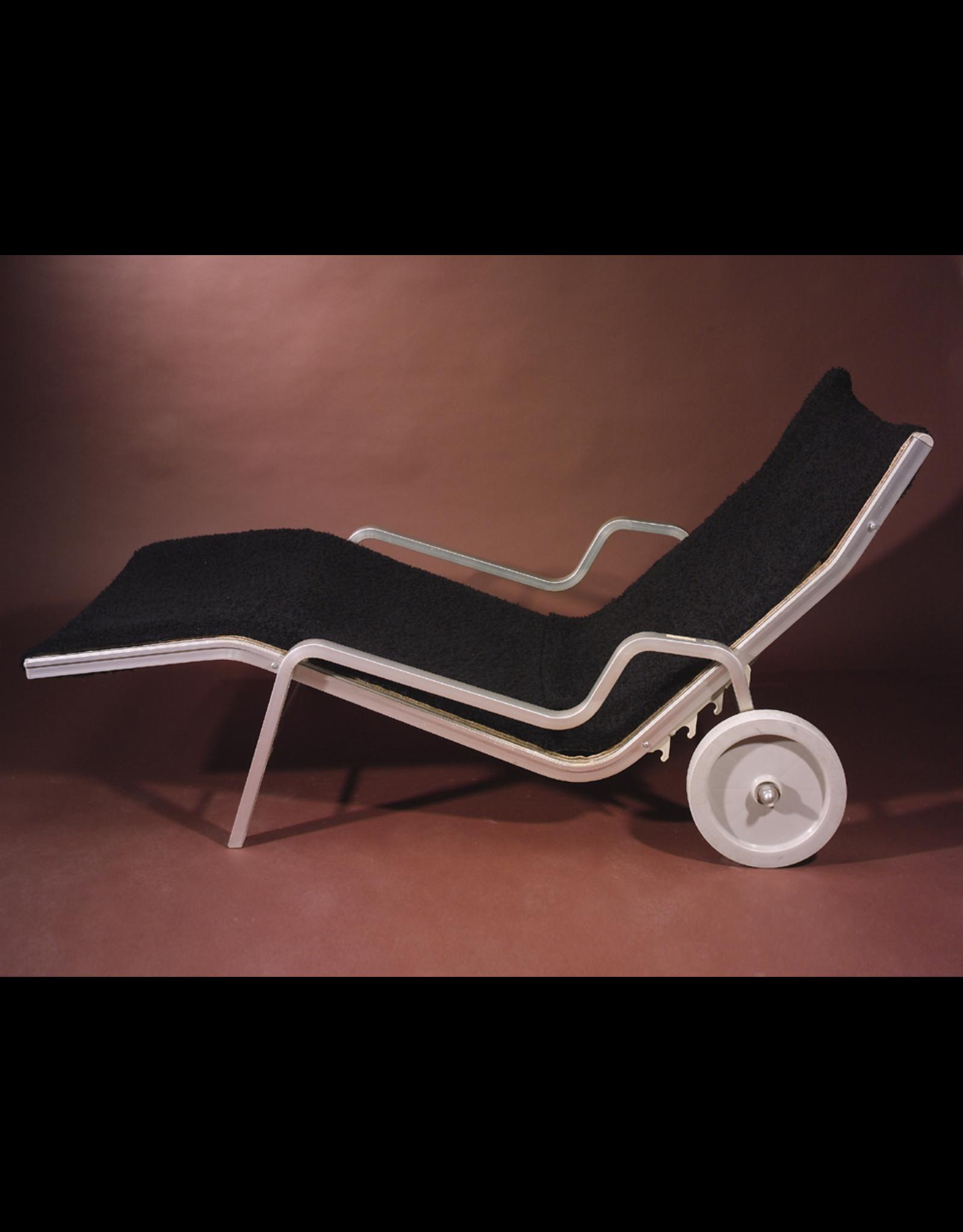 MANKS ANTIQUES BLACK POODLE 有车轮黑色卷毛躺椅