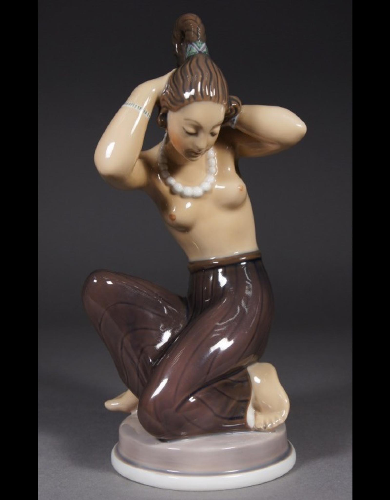 MANKS ANTIQUES ROYAL COPENHAGEN 皇家哥本哈根名瓷: 阿拉伯女孩雕像