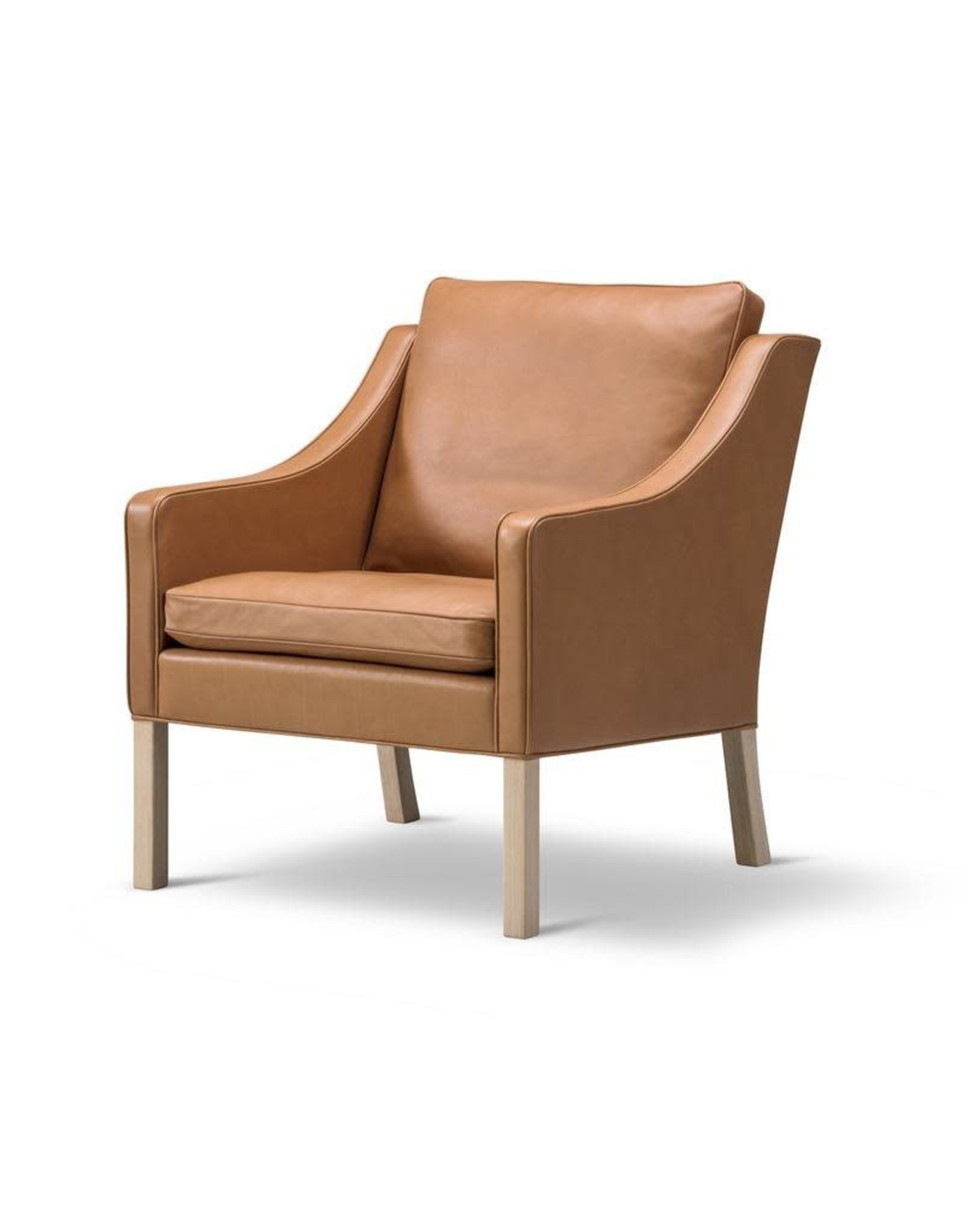 FREDERICIA 2207 LOUNGE CHAIR UPHOLSTERED IN WALNUT LEATHER
