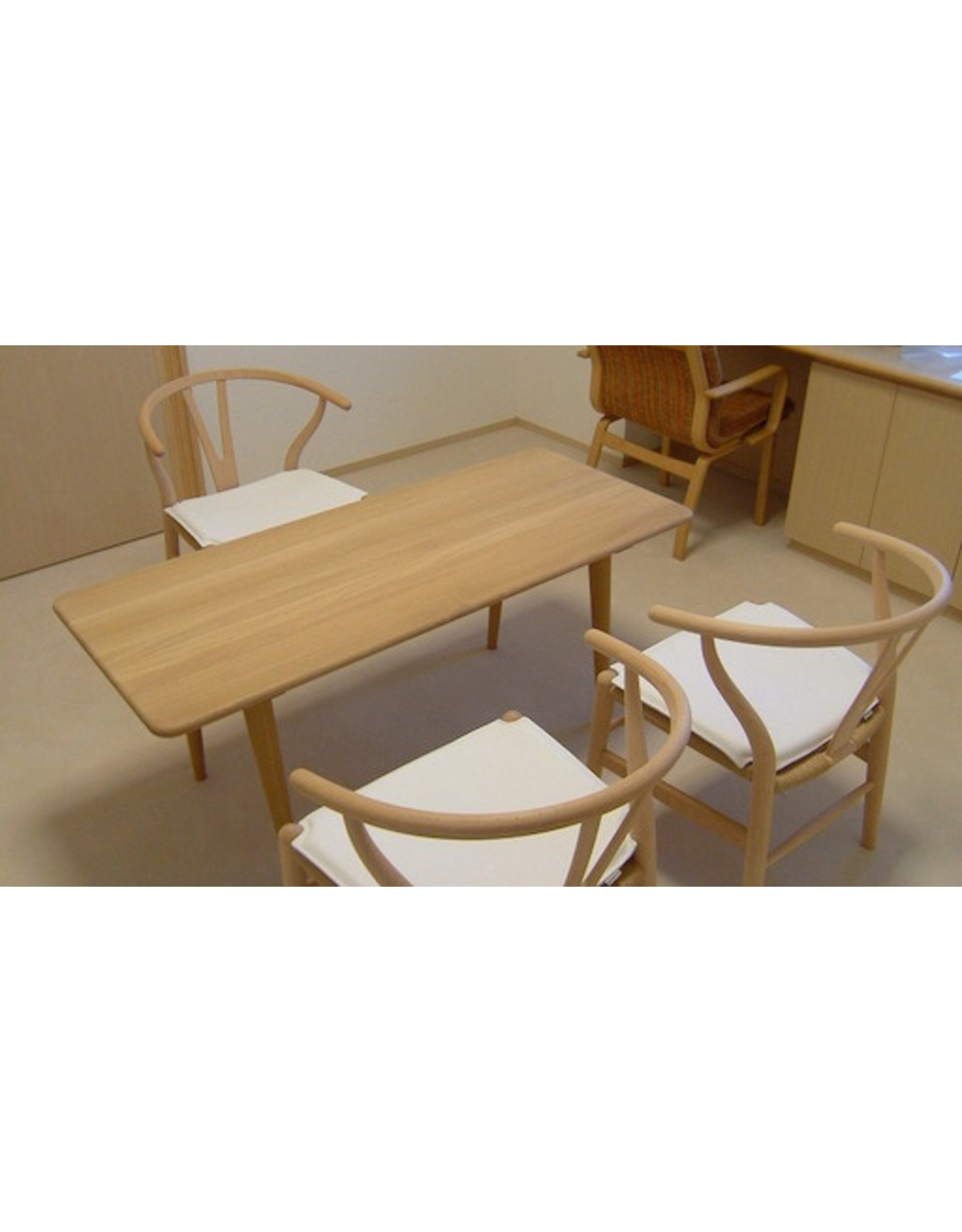 CH011 COFFEE TABLE IN SOLID OAK