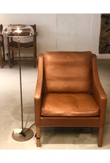 2207 LOUNGE CHAIR UPHOLSTERED IN WALNUT LEATHER