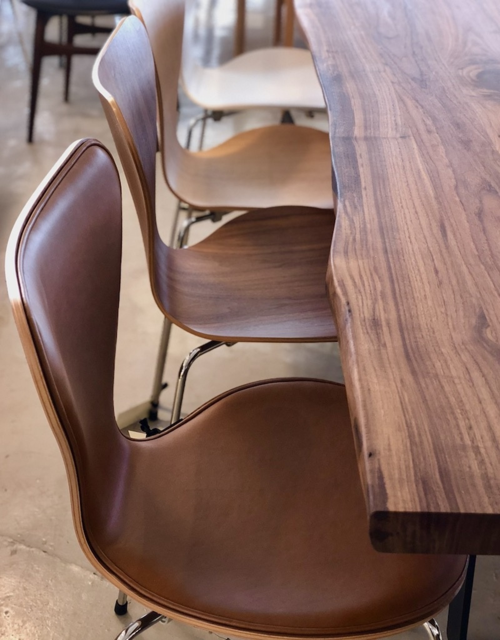 3107 系列7 半包裹真皮餐椅