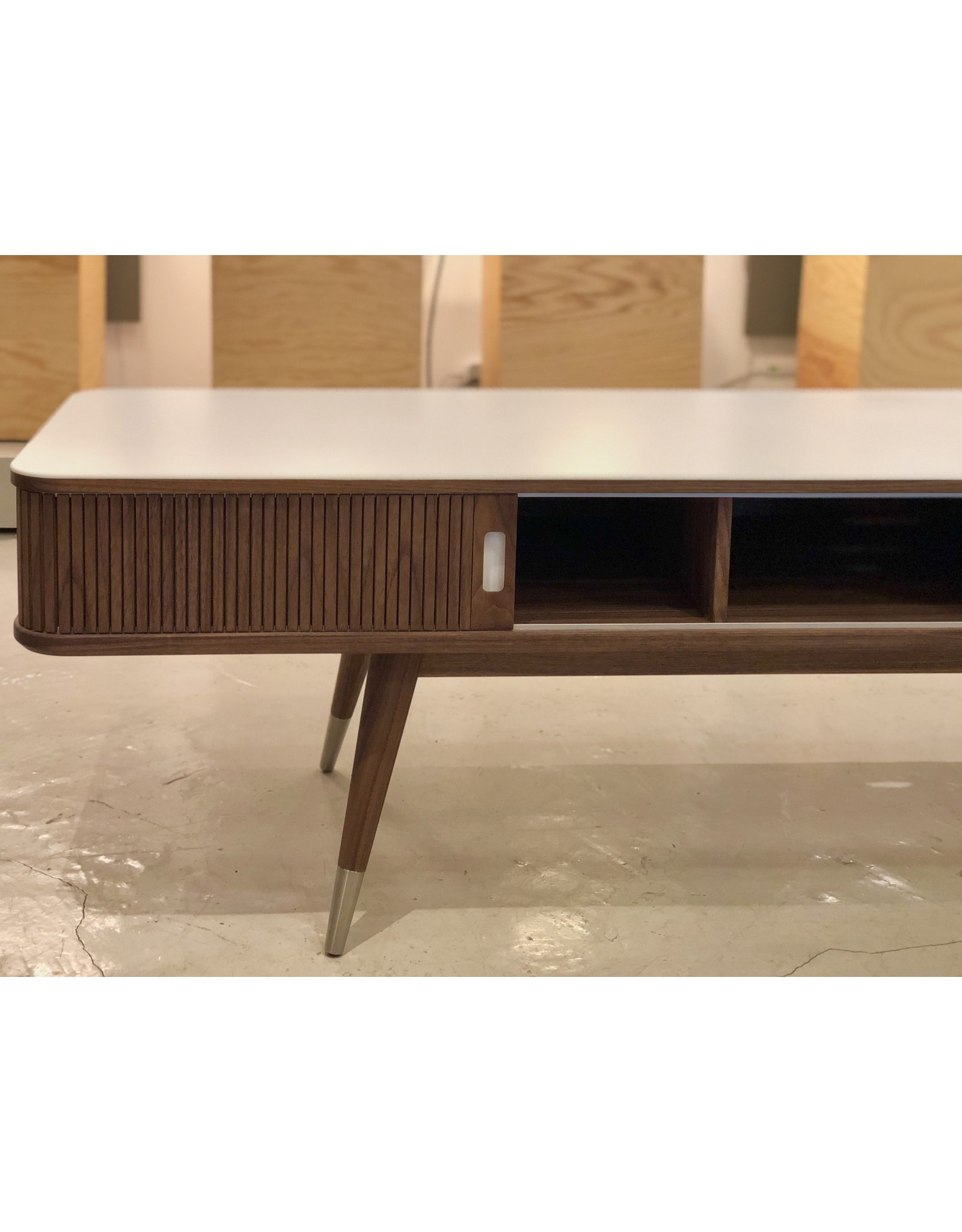 AK 2720 胡桃木電視櫃不鏽鋼底部