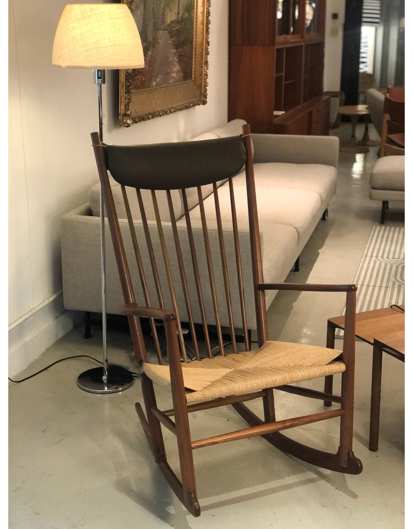 J16 75TH ANNIVERSARY ROCKING CHAIR WITH NECK CUSHION