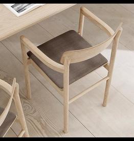 POST 扶手椅, 軟墊包裹座位