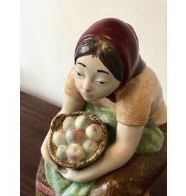 1970's 稀有的農婦 ZAPHIR 小雕像