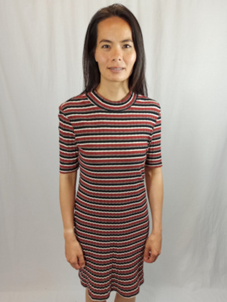 Monki Gestreepte midi-jurk - zwart rood