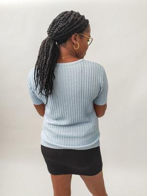 Licht blauw gebreide trui - korte mouwen