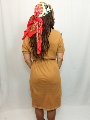 Bershka T-shirt midi-jurk - mosterd centuur