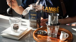 What is Alambé and who stands behind it?
