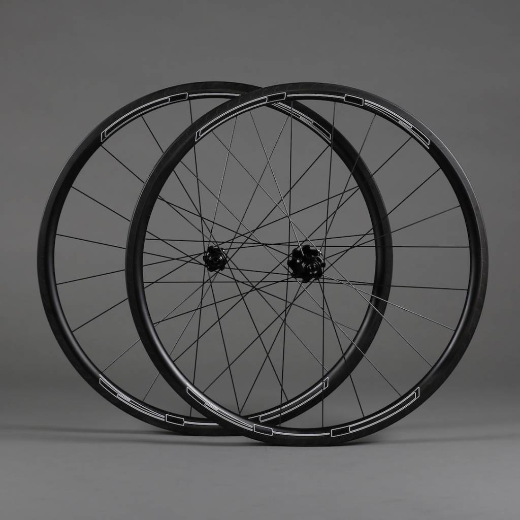 R3C road youth, carbon