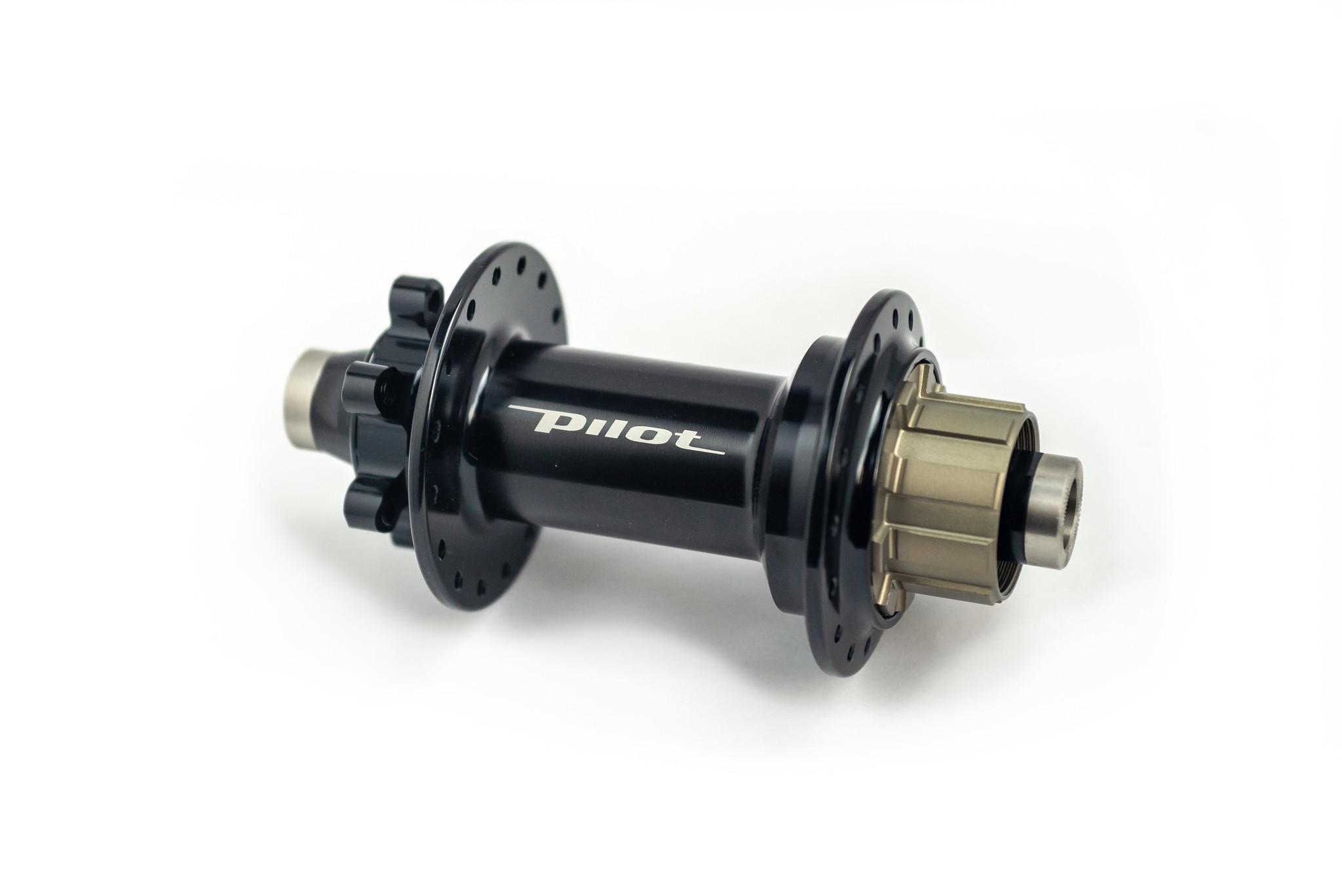 Single speed achternaaf  voor Pinion - 12mm thru axle 6 gaats disc bevestiging 32 spaken