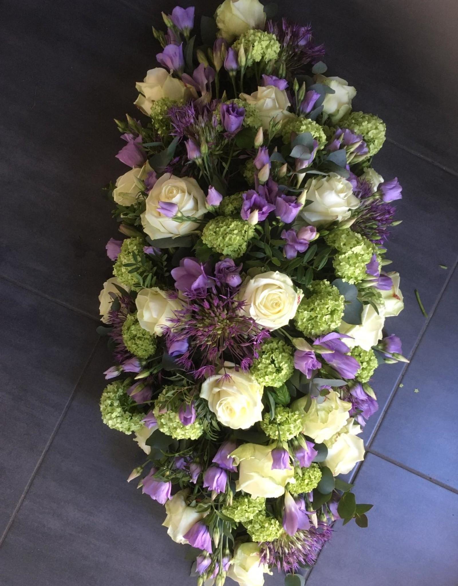 Rouwarrangement langwerpig  lila, wit