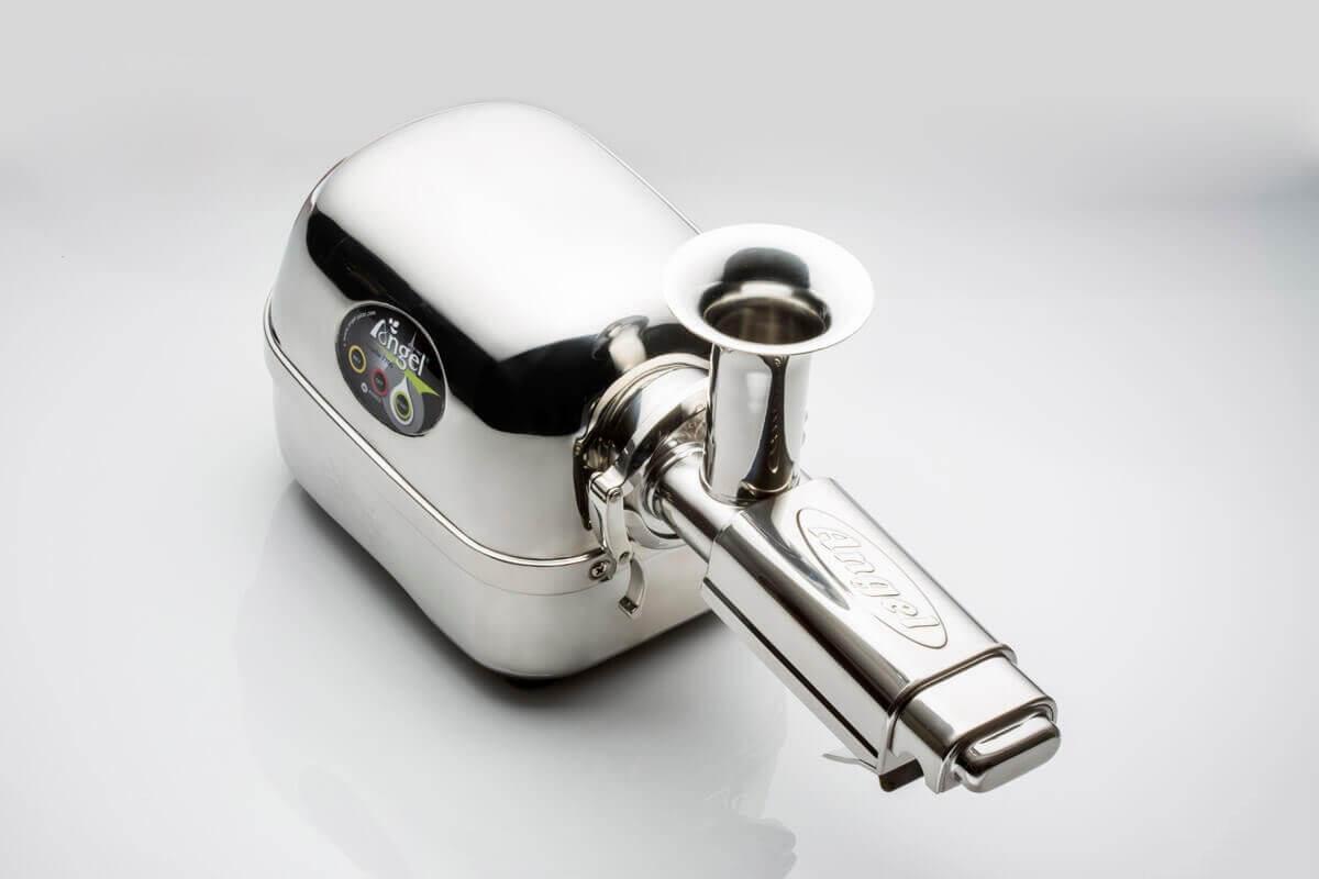De Angel Juicers zijn uitgerust met een speciaal koelsysteem om te voorkomen dat de motor oververhit raakt en om de duurzaamheid van de slowjuicer te verlengen.