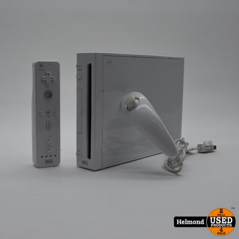 Nintendo Wii Console en twee Controllers   In Nette Staat