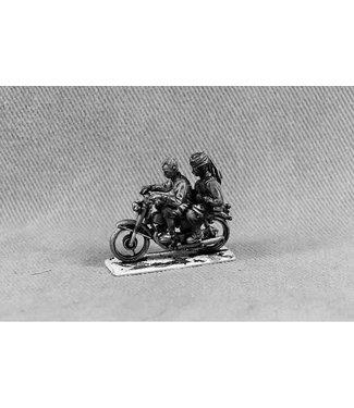 Empress Miniatures Middle Eastern Civilians on Bike (MIDCIV4)