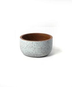 Bol en bois d'acacia avec extérieur coloré en gris